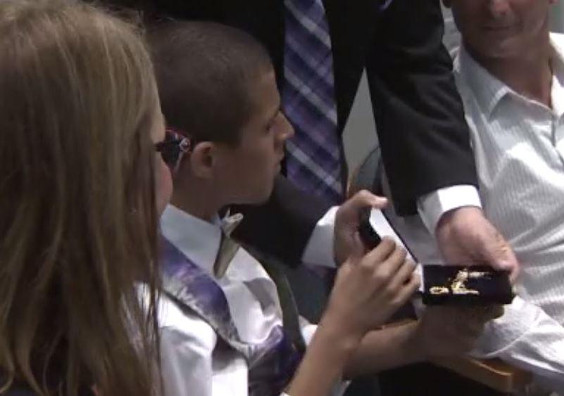 Brian primer adolescente con autismo que recibe las llaves de la ciudad de Miami